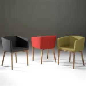 chaises et fauteuils de salle a