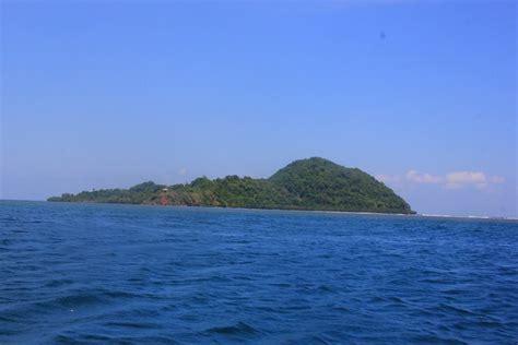 menguak pulau tumbak menyaksikan sisi lain keindahan