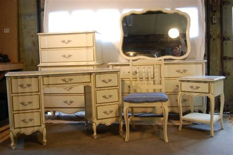 I Have A 6 Piece Henry Link Dixie Furniture Set All Dixie Furniture Bedroom Set