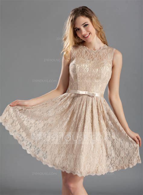 A Line/Princess Scoop Neck Knee Length Lace Bridesmaid