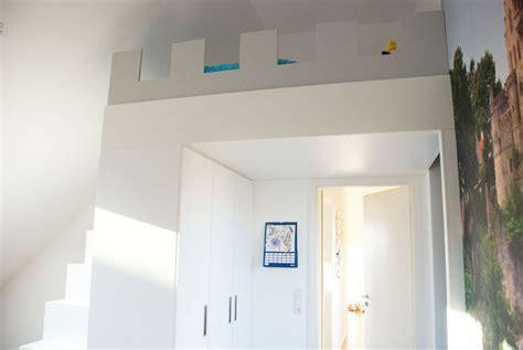 hochbett mit kleiderschrank hochbett mit integriertem kleiderschrank heimatentwurf