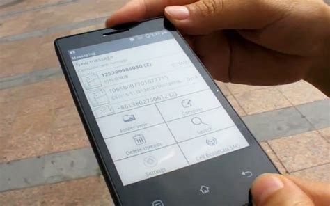 e ink android e ink android phone prototype unveiled by onyx