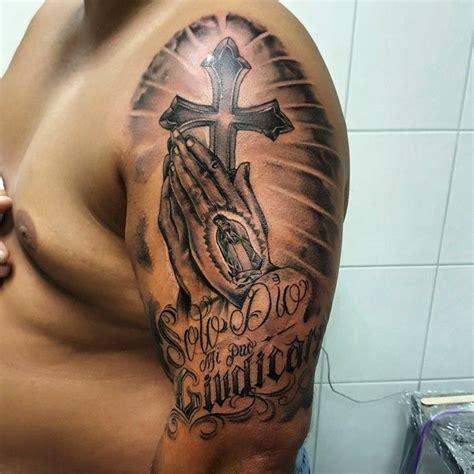 tattoo hand kreuz die besten 25 betende h 228 nde tattoo ideen auf pinterest