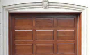 porte de garage en bois menuiserie de l estrie