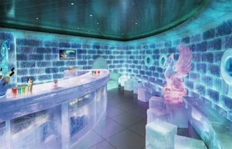 interno nave da crociera bar all interno della nave da crociera epic della