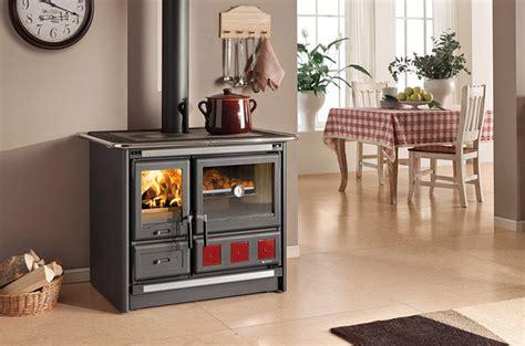 poele a bois pour cuisiner la cuisini 232 re 224 bois pour cuisiner et chauffer votre pi 232 ce