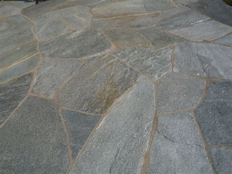 granitplatten boden palisaden stehlen aus naturstein sichtschutzwand