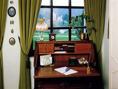 interior decorators  professional organizers