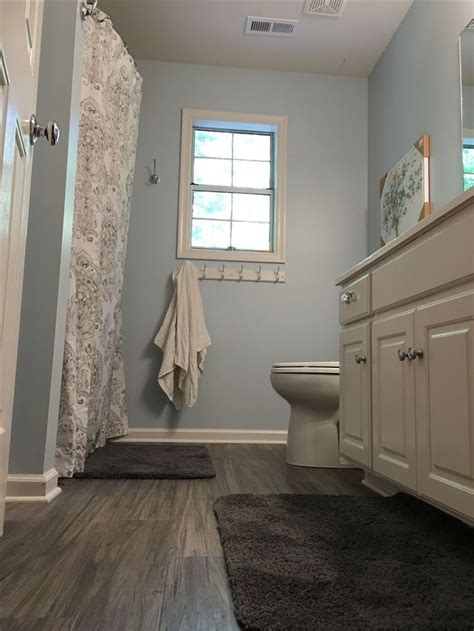 Bathroom Flooring Ideas Vinyl by 25 Best Ideas About Vinyl Flooring Bathroom On
