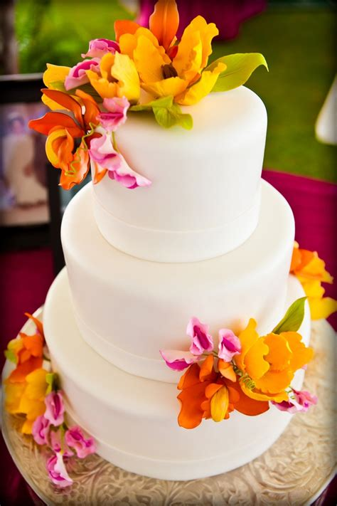 Wedding Cake Edible Flowers by Bright Edible Flowers On A Wedding Cake For Celebrating