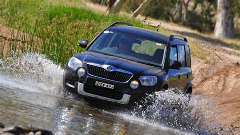 skoda jeep comparison skoda yeti active 77 tsi 2015 vs jeep