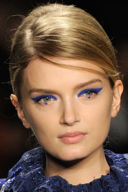 eyeliner tutorial dots not familiar with the dot eyeliner trend yet lifestyle