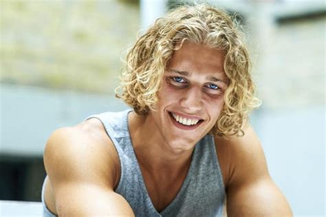Surfer Hairstyles For Guys by 12 Guys Who Own Their Curly Hair Curly Hair Guys And