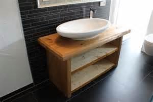 waschbecken auf tisch waschbecken badewannen altholz tisch natur