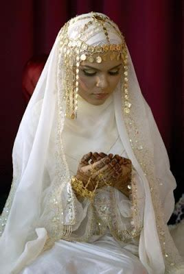 THE BRIDE WEARS HIJAB: Khaleeji Bridal look with Hijab