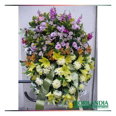cuscini lilla cuscino di fiori bianchi gialli lilla e arancio