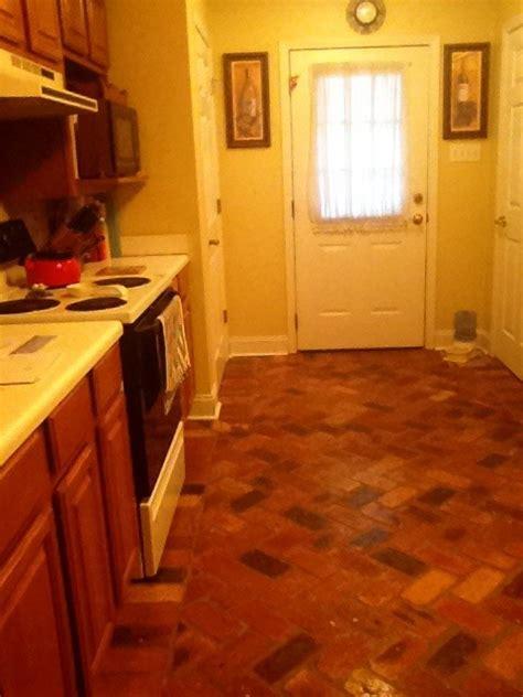 what countertops go with split brick floors