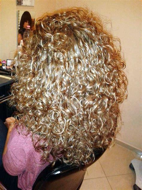 boomarang perm photos on long hair 17 b 228 sta bilder om perm p 229 pinterest lockar long perm