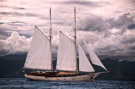 Gelang Mutiara Laut 6 indonesia luxury yacht charter aboard traditional phinisi yacht mutiara laut superyachts news