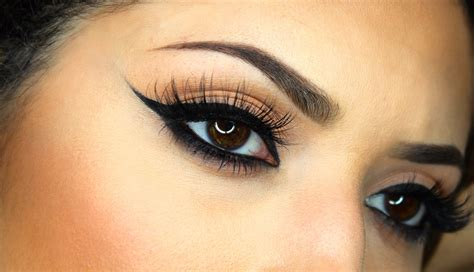 Just Miss Eyeliner Putar Black how to style makeup with a black evening gown pageant planet