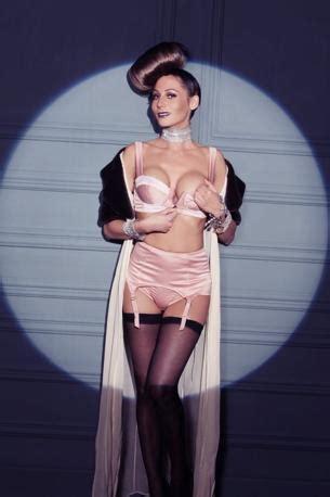 Barbara Cartland ã L Italienne Resumã Maggi Barmaid Italienne Tuxboard