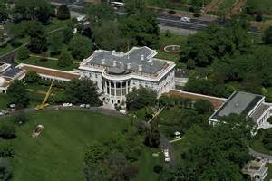 White house intruder overpowered a secret service agent and made it to