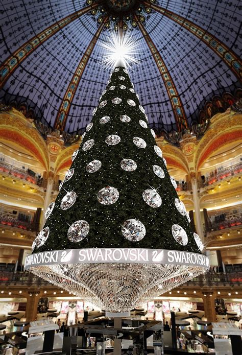 christmas tree in lafayette galeries lafayette celebrates centenary in style untapped cities