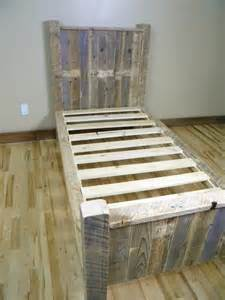 Wood Pallet Bed Frame Diy Pallet Bed Pallet Furniture Plans