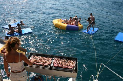 catamaran barbacoa barcelona fiesta en catamar 193 n tossa de mar despedidas girona
