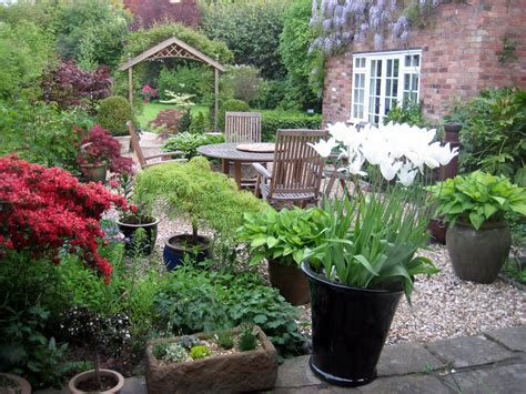 Planting Ideas For Small Gardens Small Courtyard Traditional Courtyard Garden Design Style And Planting Plans Paul Home