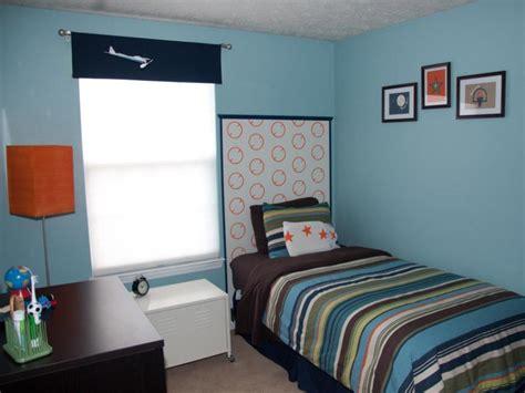 menata kamar tidur sempit  terlihat luas
