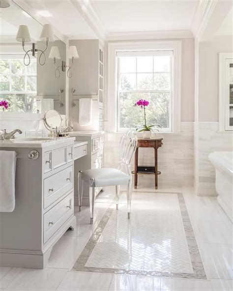 Images Of White Bathrooms by 17 Best Ideas About White Bathrooms On