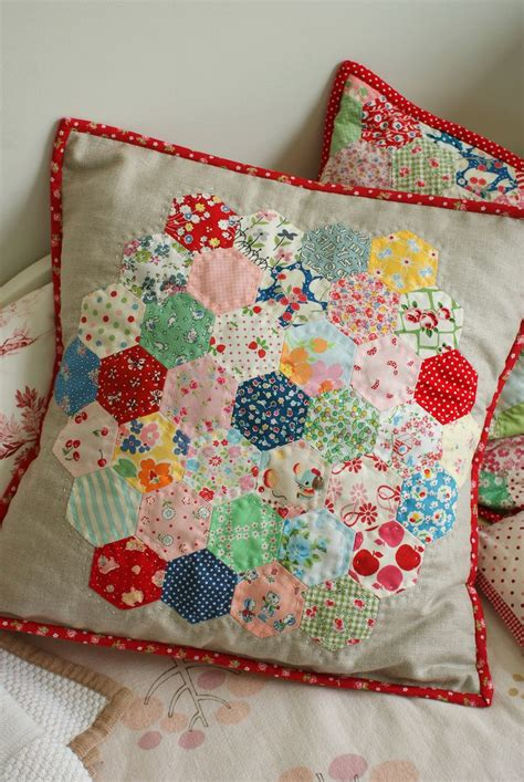 Hexagon Papers For Patchwork - best 25 hexagon patchwork ideas on patchwork