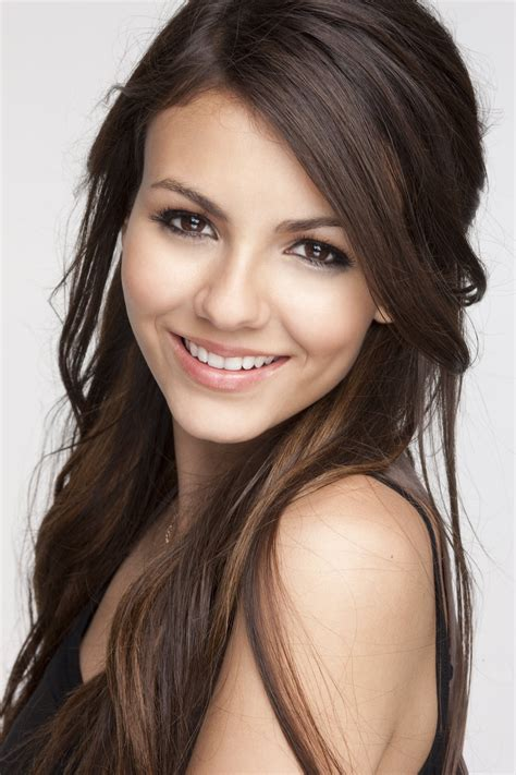victoria justice quot i do deal with cyberbullying quot end to