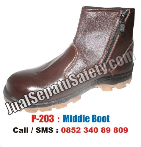 Sepatu Boots Safety Lapangan Caterpilar Kansas Steel Toe 2varian Warna sepatu safety krisbow jualsepatusafety