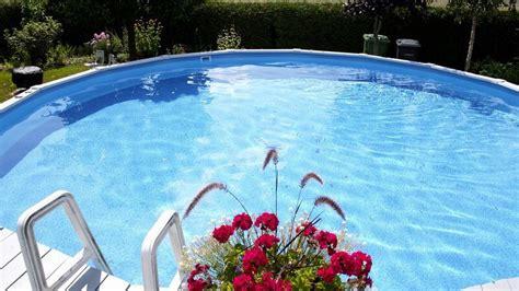 runder pool im garten pool im eigenen garten so halten sie wasser und becken