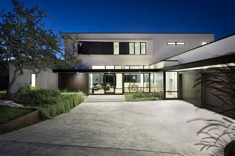 contemporary luxury homes a contemporary luxury home in austin texas