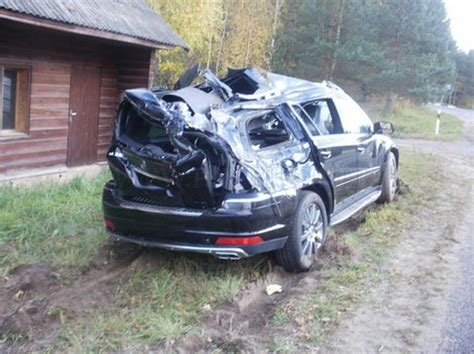 truck carrying   mercedes crashed  estonia vehicles