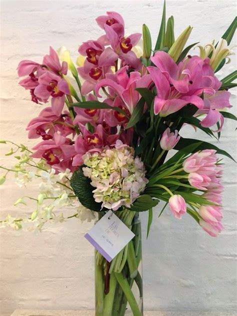 imagenes de flores orquideas y tulipanes arreglo floral con orqu 237 deas cymbidium tulipanes y