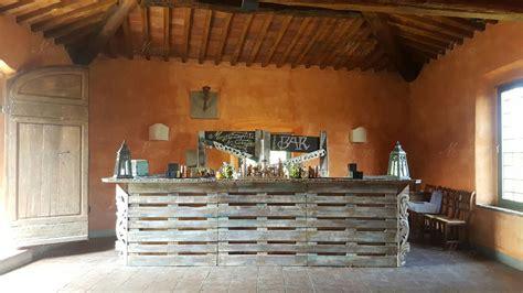 Banconi Da Bar In Legno by Bancone Bar In Legno Design Casa Creativa E Mobili