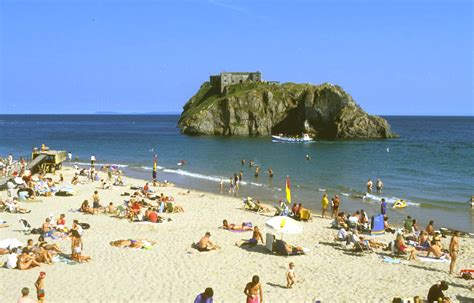 Three Bedroom House by Self Catering Holiday Cottage Tenby Pembrokeshire