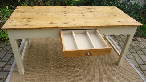 table cuisine tiroir table ancienne peinte pour cuisine avec plateau en bois naturel