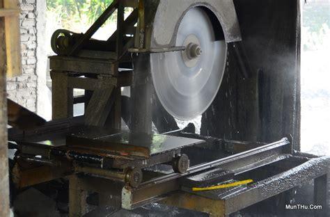 Mesin Gergaji Belah Dan Potong ubin tegel batu candi pemotongan batu alam merapi