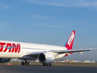 tam airlines reveals their first a350 xwb aviatoraero airbus a330neo takes first flight in toulouse