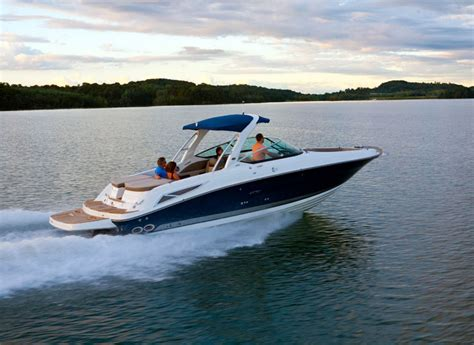 speed boat yacht 14 watersports in goa that you must add to your bucketlist