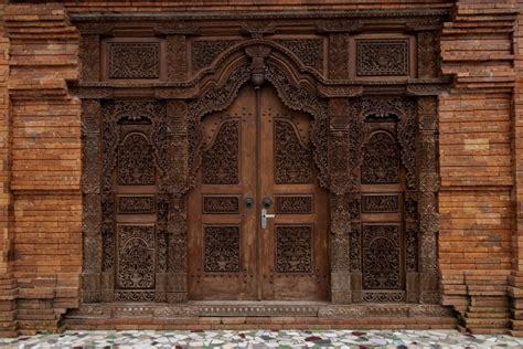 pintu gebyok desain  ukiran khas jawa