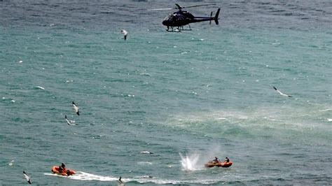 Galerry great white shark attacks helicopter