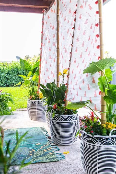 budget friendly diy outdoor privacy screen