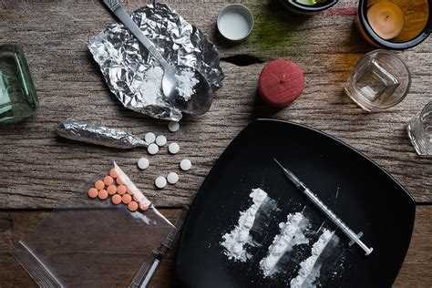 Detoxing From Heroine While by Heroin Addiction Signs Symptoms Withdrawal Treatment