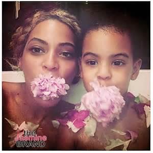 Baby Flower Bathtub Beyonce Blue Ivy Jay Z Amp Mathew Knowles Spend Quality